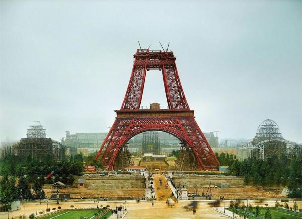 Get an Eiffel of this! The Eiffel Tower Time-lapse